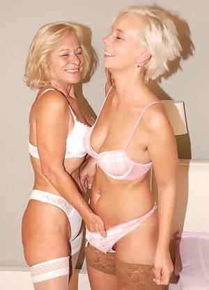 Hot Teen Bra Porn Pictures